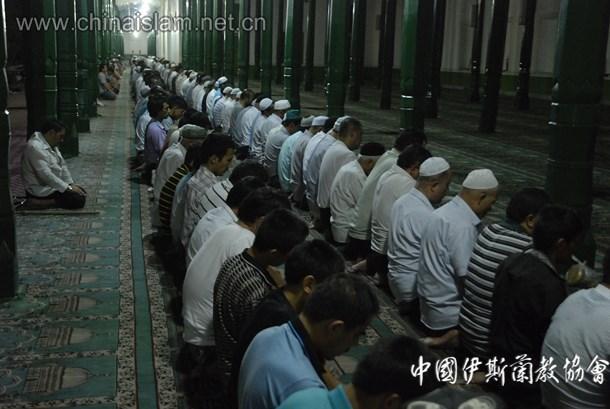 艾提尕尔清真寺斋月晨礼